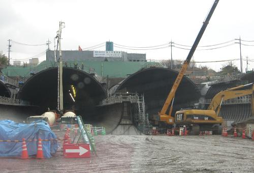 第2京阪道路小路トンネル工事 センターピラー